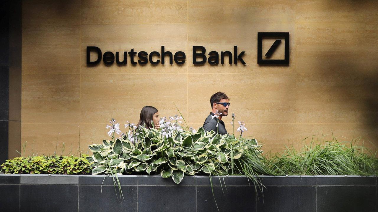 Přední světové banky vloňském roce oznámily největší plány napropouštění zaposlední čtyřiroky. Více než padesát znich uvedlo, že zruší takřka 78 tisíc pracovních míst.