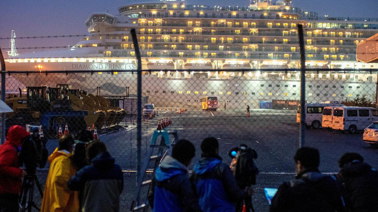Místo výletu po Asii loď zakotvila vpřístavu Jokohama nedaleko Tokia acestující museli strávit dva týdny vkajutách vkaranténě. Z3700 lidí na palubě se jich nakazilo přes 620, dva zemřeli.