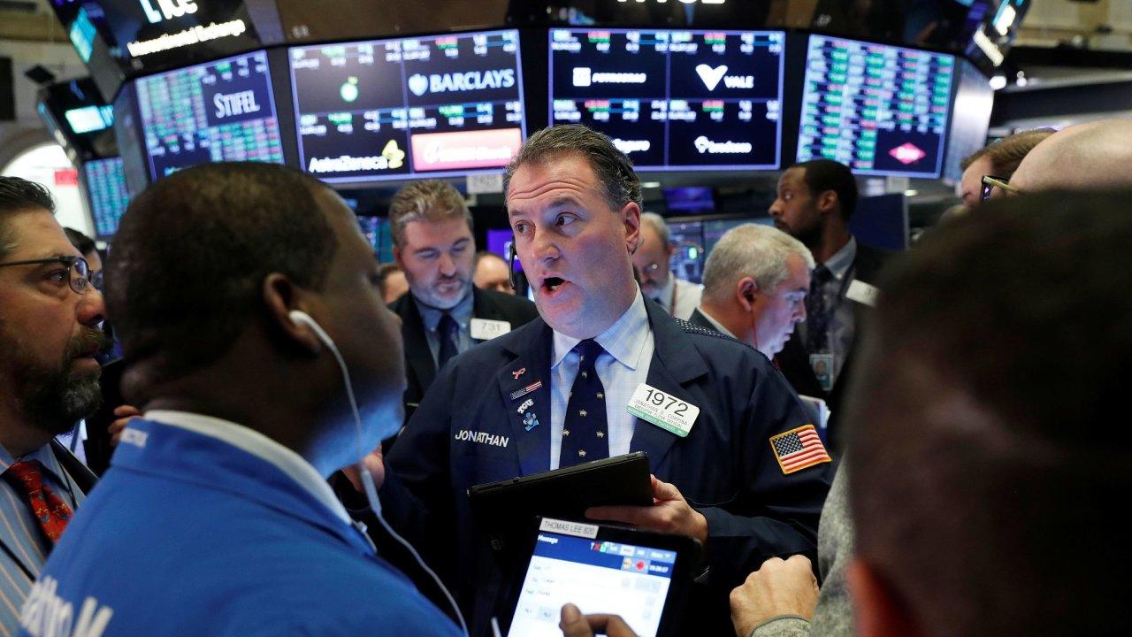 Propady akciových indexů, které byly ještě před třemi týdny v řadě případů na historicky rekordních úrovních, byly srovnatelné s pády burz během poslední finanční krize a také dokonce s rokem 1929.