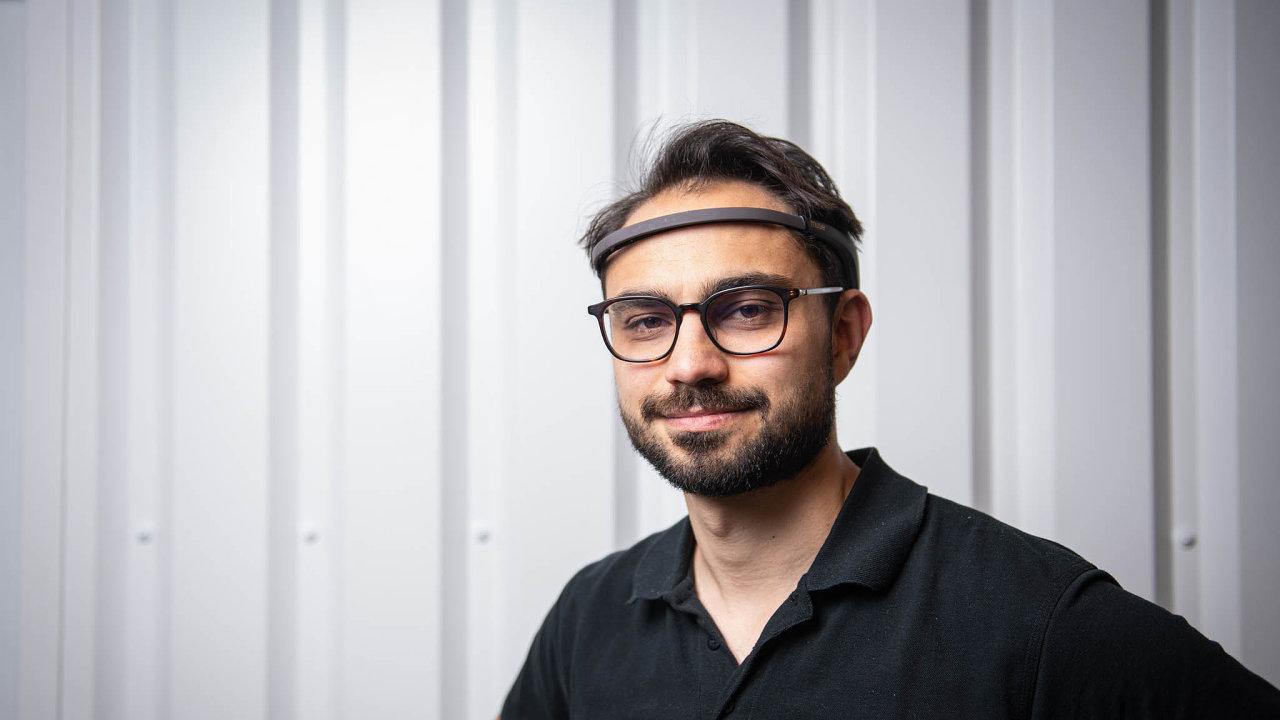 Ladislav Veselý, CEO Slevomatu, s meditační čelenkou Muse.