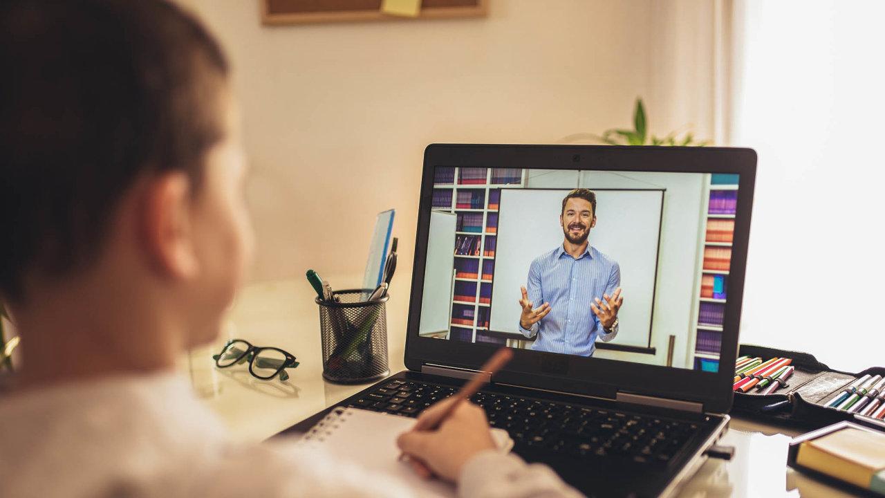 Učitelé by podle odborníků měli více dbát nato, aby žáky seznámili súskalím práce nainternetu.
