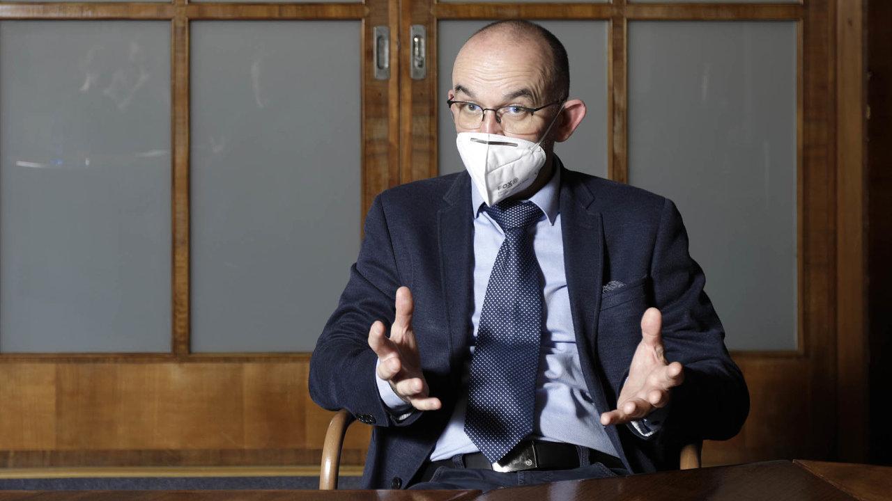 Udělám to přehledně. Ministr zdravotnictví Jan Blatný představí systém pěti stupňů ohrožení koronavirem a seznam opatření platných pro každý z nich.