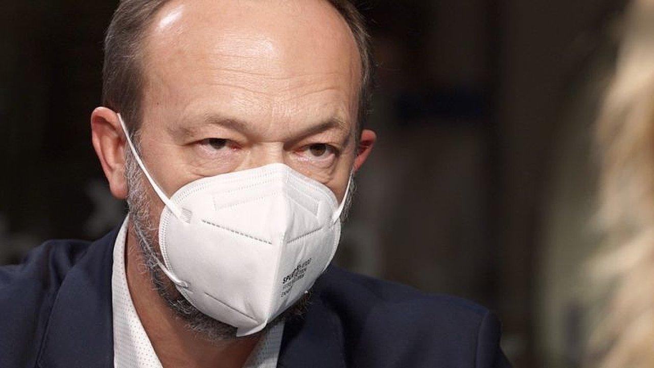 Tym: Stát prodělal miliardy, respirátory měly podvodné razítko a mohly ohrozit zdraví