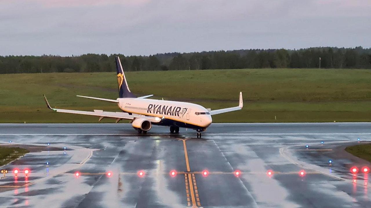 Letadlo Ryanairu, které muselo odklonit let.