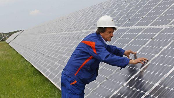 Sol�rn� elektr�rna - ilustra�n� foto.