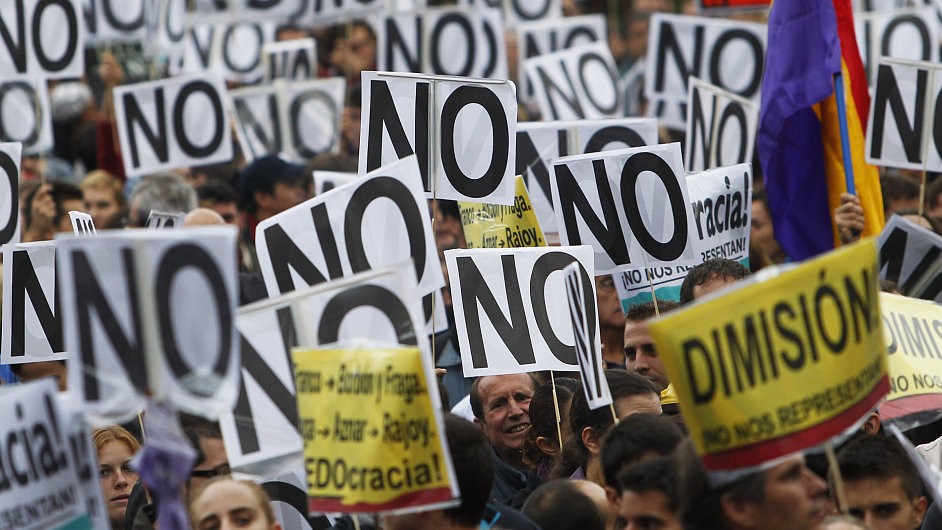 Protesty proti škrtům v Madridu. bez práce je zhruba polovina mladých Španělů.