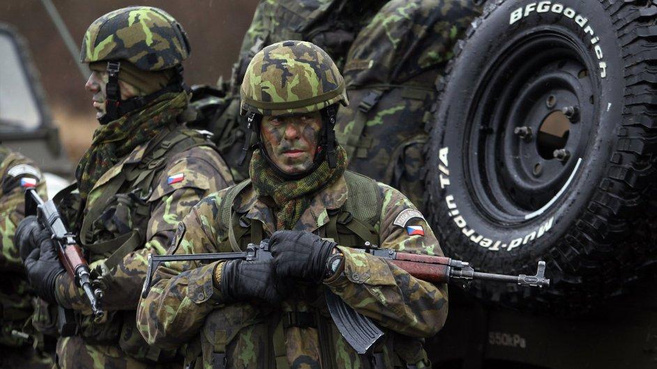 Vláda chce zabránit odchodu elitních vojáků. Zvýší jim plat až o 14 tisíc korun, ilustrační foto.