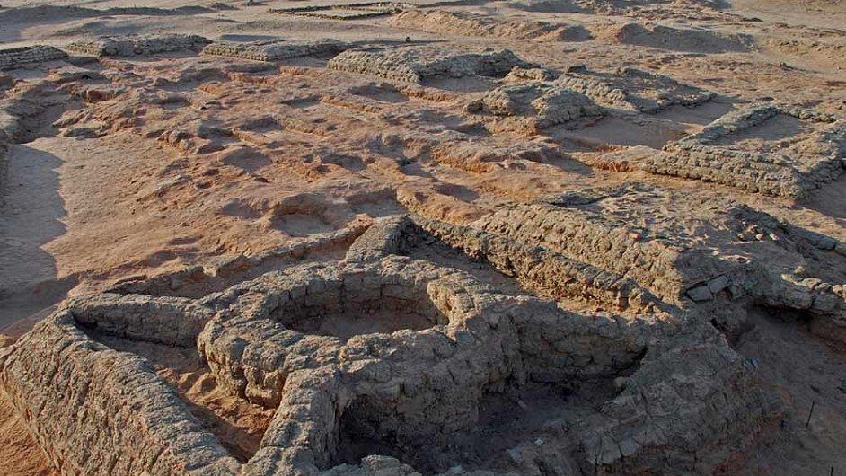 Jedna z nalezených pyramid s vestavěným kruhem.