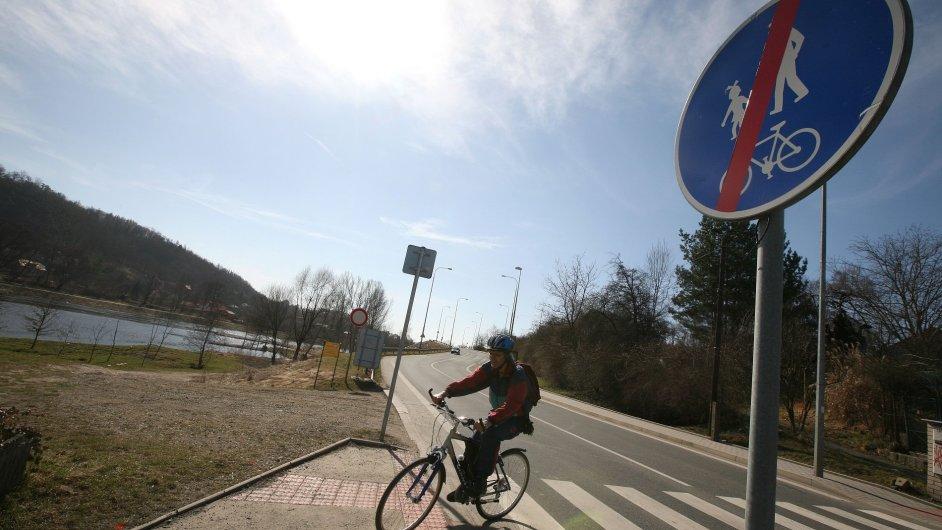Předražená cyklostezka v pražské části Sedlec za 18 milionů korun