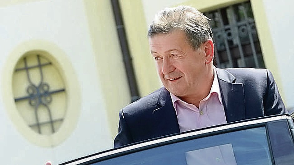 Ministr průmyslu a obchodu Jiří Cienciala.