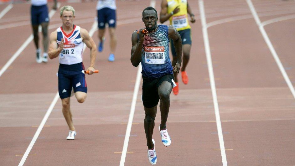 Bolt ukazuje soupeřům záda