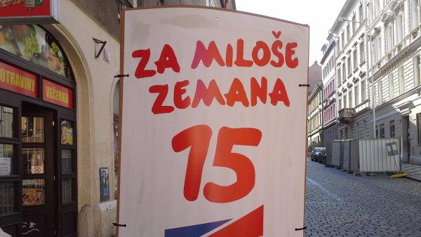 Reklama na sloupu v Praze (ilustrační foto)