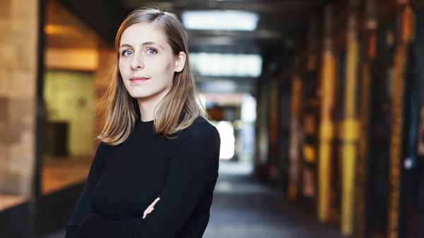 Eleanor Cattonov�, nejmlad�� v�t�zka Man Bookerovy ceny