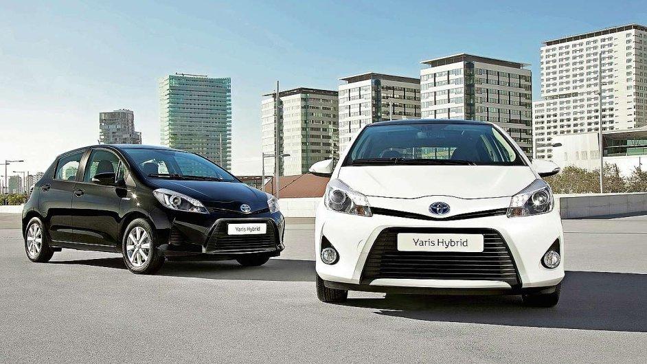 Hybridům se daří mnohem lépe než elektromobilům. (Ilustrační foto)