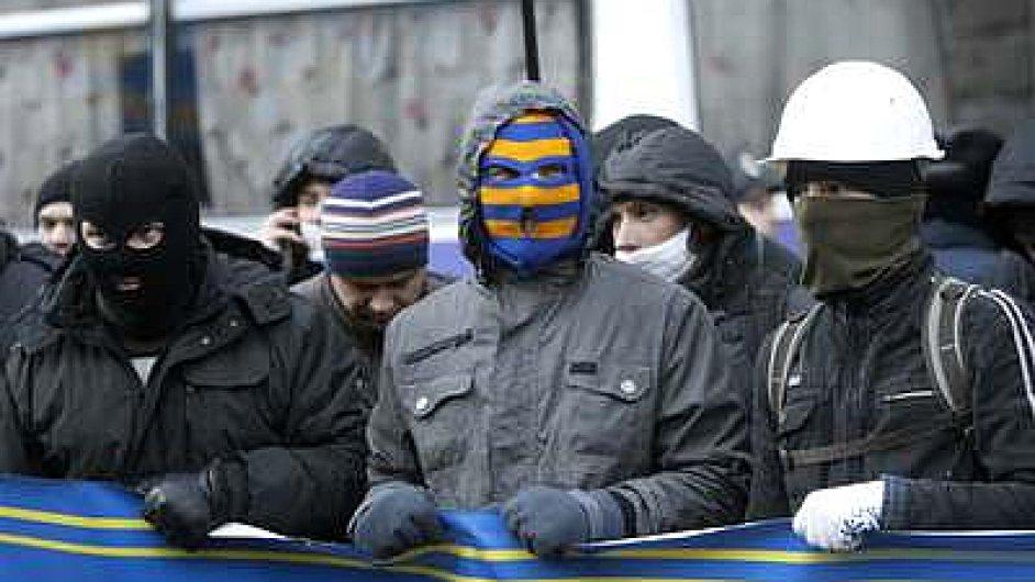Protestující v Kyjevě blokují budovu vlády