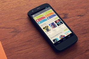 HNTech News: Konec telefonů za 15 tisíc, čtvrt století webu a snadnější dostupnost iPhonů