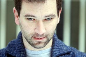 Divadlo je symfonie, Partička zase rock'n'roll, vysvětluje herec Ondřej Sokol