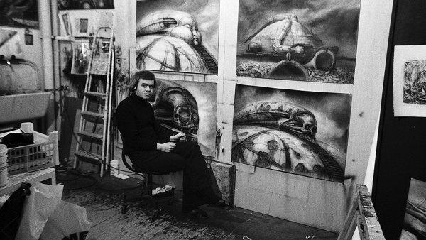 Giger obklopený svými návrhy na film Duna režiséra Alejandra Jodorowského.