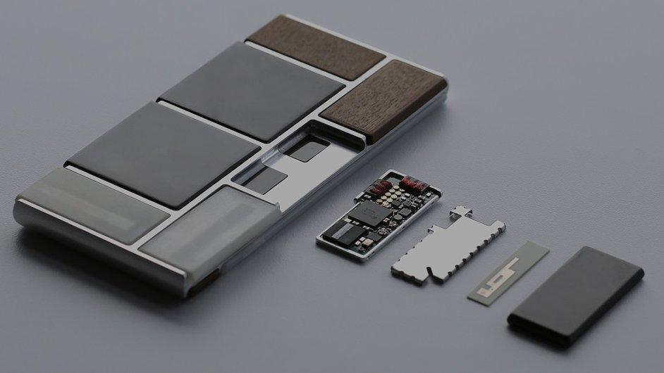 Do této podoby má prototyp skládacího telefonu daleko.