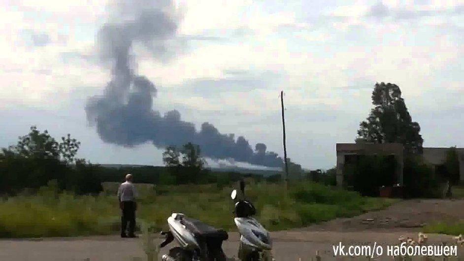 Záběry z havárie letounu Boeing 777 u Doněcku