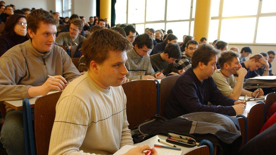 Studenti VŠ, ilustrační foto