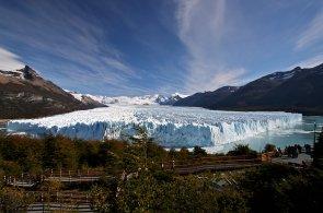 Ponořit se do ledovcového jezera Perito Moreno. 67letá Britka si splnila sen