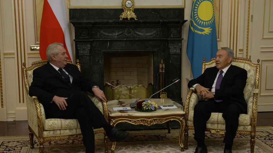 Prezident Miloš Zeman (vlevo) se sešel s kazašským prezidentem Nursultanem Nazarbajevem.