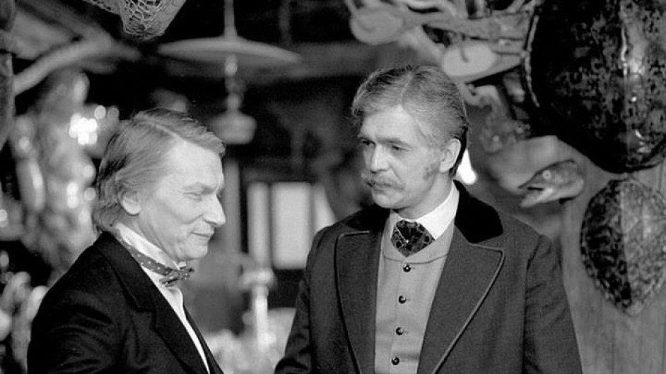 Jiří Bartoška v seriálu Cirkus Humberto, jehož scény se natáčely i v hotelu Ambassador - Národním domě.