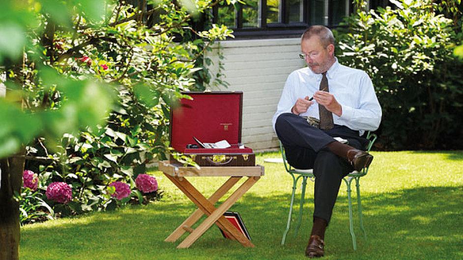Patrick-Louis Vuitton na zahradě v Asnieres