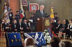 Miloš Zeman už potřetí předal 28. října státní vyznamenání.