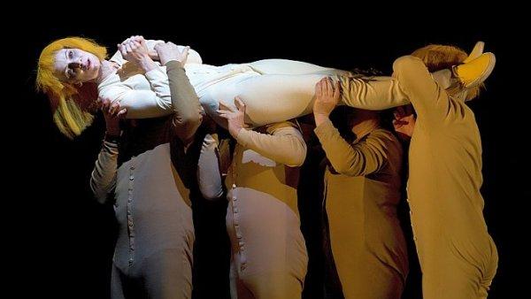 Snímek ze zkoušky inscenace Zlatý drak.