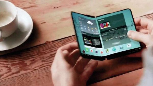 Předloni zveřejnil Samsung video s konceptem skládacího telefonu, ale jinak se k záměru nevyjadřuje.