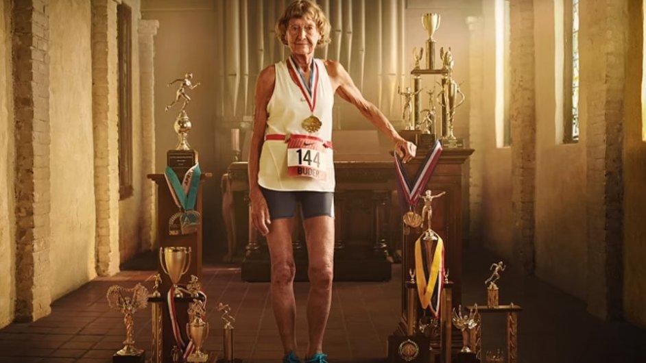 Sestra Madonna Buderová má na svém kontě před čtyřicet závodů Ironman.