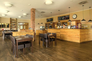 Par�dn� atmosf�ra Lorety v Py�el�ch: Precizn� �esk� kuchyn�, kreativn� kombinace chut� a v�hled na green