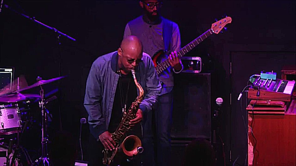 Dva vyprodané koncerty saxofonisty Marcuse Stricklanda v londýnském klubu Ronnieho Scotta koncem minulého týdne patřily k vrcholům London Jazz Festivalu.