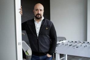 Všichni chtějí umělou inteligenci, bez ní už nic neprodáte, říká startupový pionýr Huger z Cisca