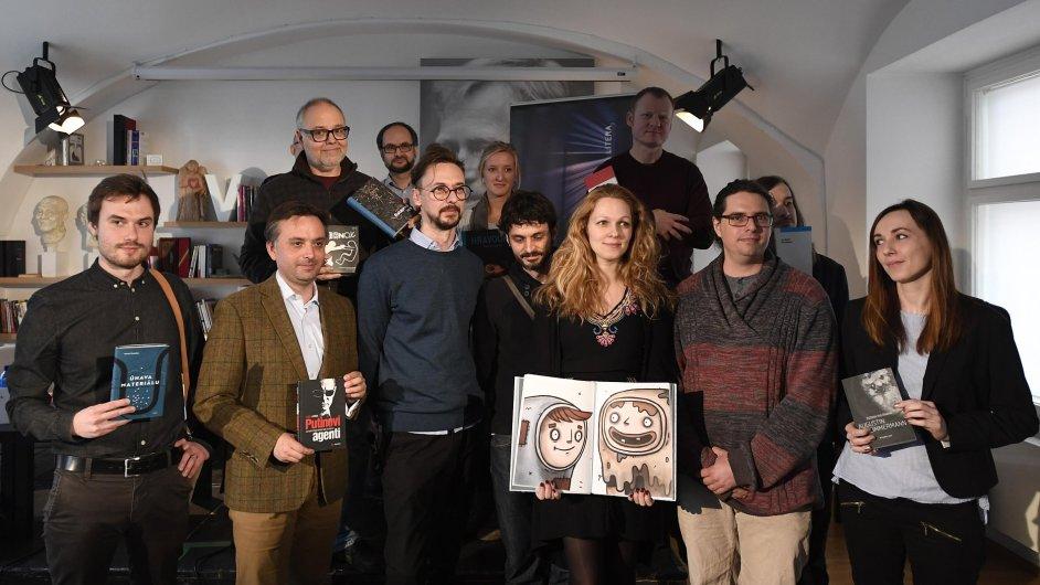 Na snímku jsou někteří z autorů nominovaných na cenu Magnesia Litera 2016.