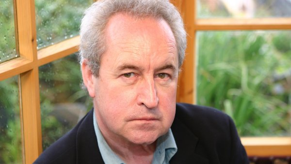John Banville v minulosti získal Cenu Franze Kafky a napsal dvě knihy týkající se Prahy.