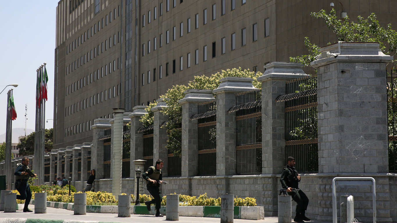 írán, parlament, útok, policie