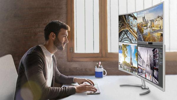 Obří monitor Philips BDM4037UW má rozměry televizoru a zakřivenou obrazovku