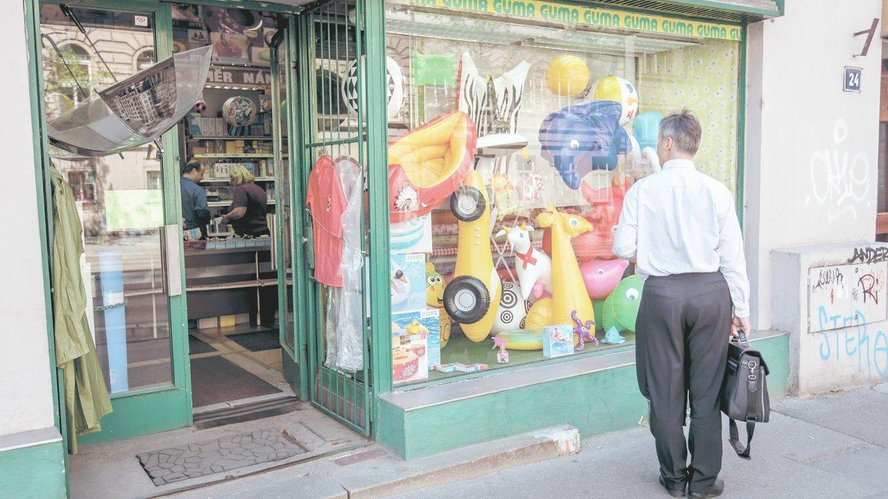 Poznáte také obchod Guma v Ječné ulici, kde můžete koupit výrobky z technické pryže, lepidel nebo třeba tmelů.
