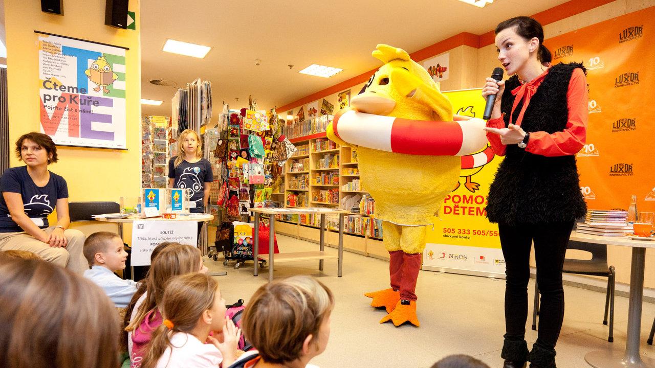 Mezi  nejznámější aktivity NROS, která vyhlašuje ocenění Neziskovka roku, patří sbírka Pomozte dětem