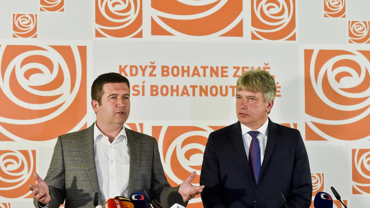 Předseda ČSSD Jan Hamáček (vlevo) a místopředseda strany Roman Onderka.