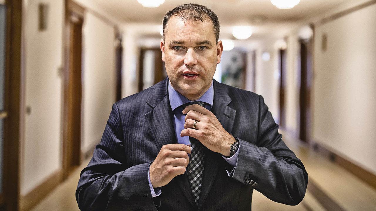 Mojmír Hampl je členem správní rady Institutu ekonomického vzdělávání. Působí na UTB ve Zlíně a v Centru pro systémová rizika při London School of Economics.