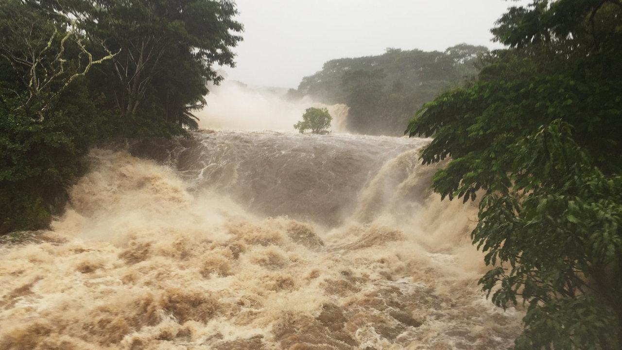 Hurikán Lane udeřil na Havaj a způsobil povodně. Byl vyhlášen stav ohrožení.