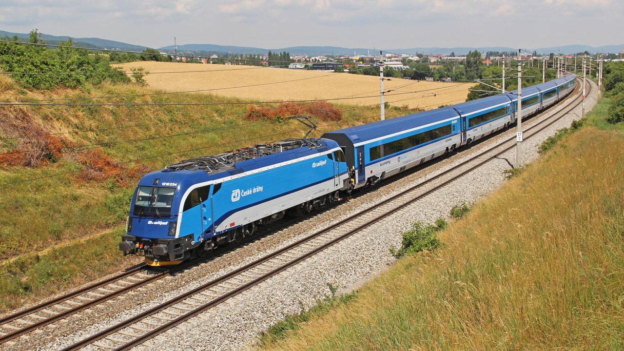 Stále pomalé. Vlaky v Česku zatím mohou jezdit nejvýše 160 km/h. Railjety (na snímku) přitom dokážou vyvinout rychlost 230 km/h.