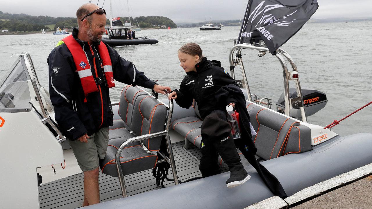 Švédská školačka Greta Thunbergová vyplouvá na cestu přes Atlantik.