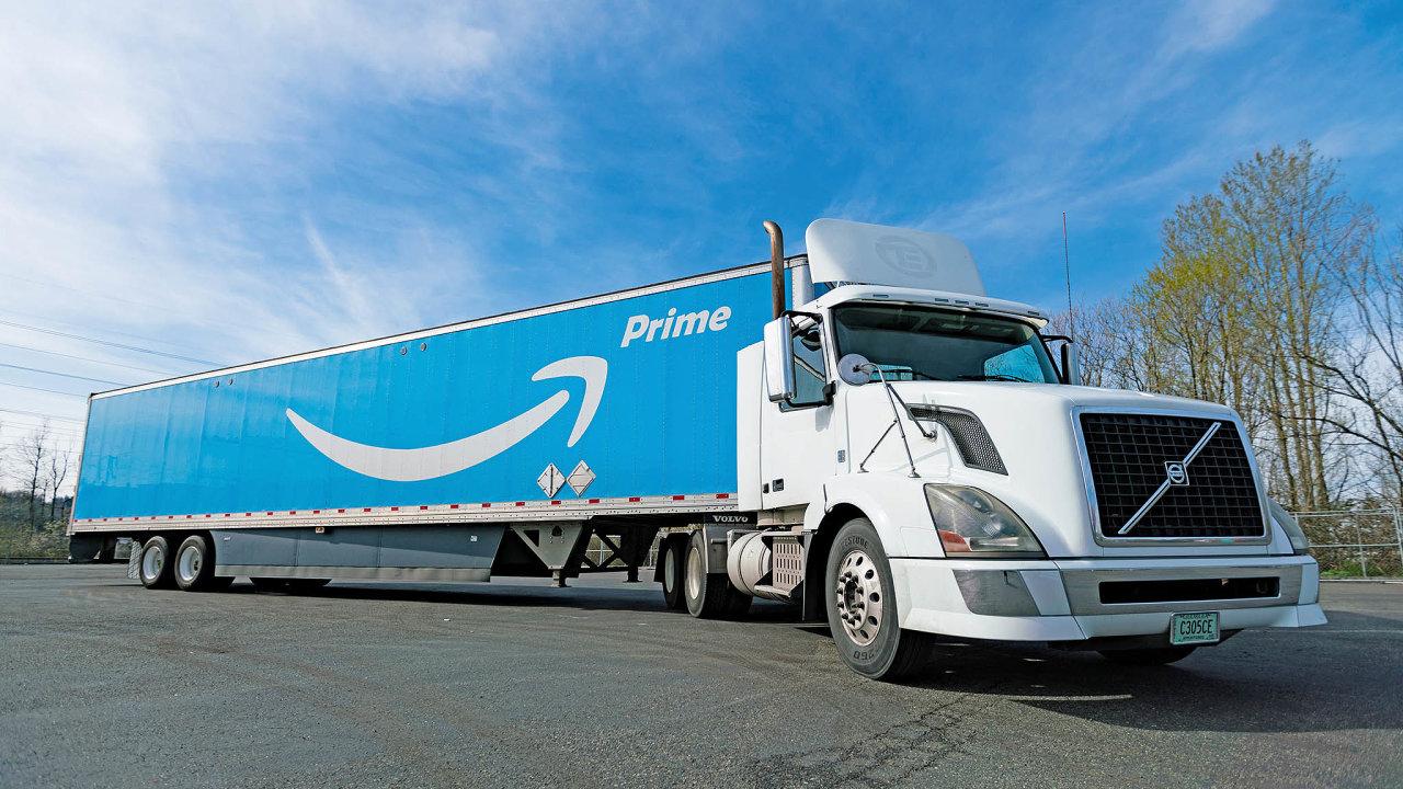 Nakonci roku 2015 si Amazon objednal tisíce návěsů. Ty lze dnes vidět inačeských silnicích.