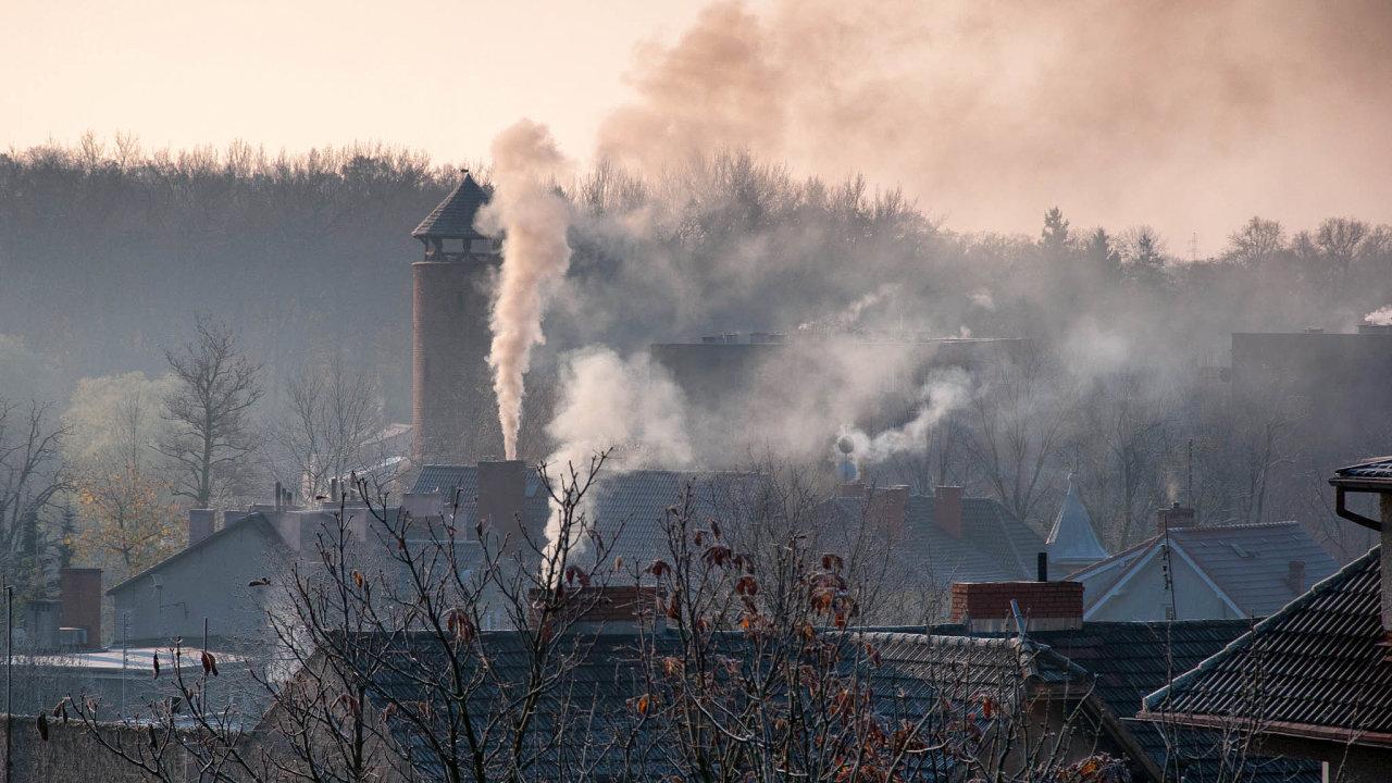 Jen emise prachu, který nasebe váže irakovinotvorné látky, se díky kotlíkovým dotacím každoročně sníží o3000 tun. To je zhruba osmkrát více, než zastejnou dobu vypustí velká uhelná elektrárna.