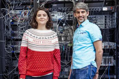 Potkali se doma v Argentině natechnické univerzitě, jen každý vjiné roli: když Veronica studovala, Sebastián už tam pracoval jako výzkumník. Sedli si lidsky iodborně.